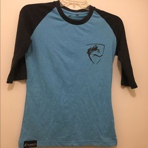Quarter sleeve athletic top