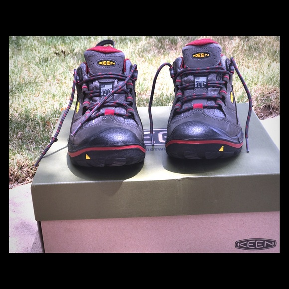 0be45ccd531 NWOT Keen Durand Low WP Women's Size 9