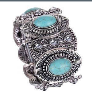 Jewelry - Tibetan Oval Turquoise Bangle