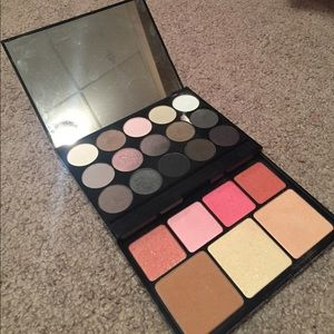 NYX eye shadow and face palette