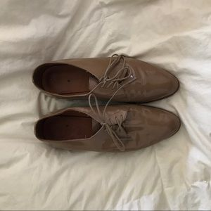 Madewell Shoes - Madewell Bobbie nude patent oxfords.
