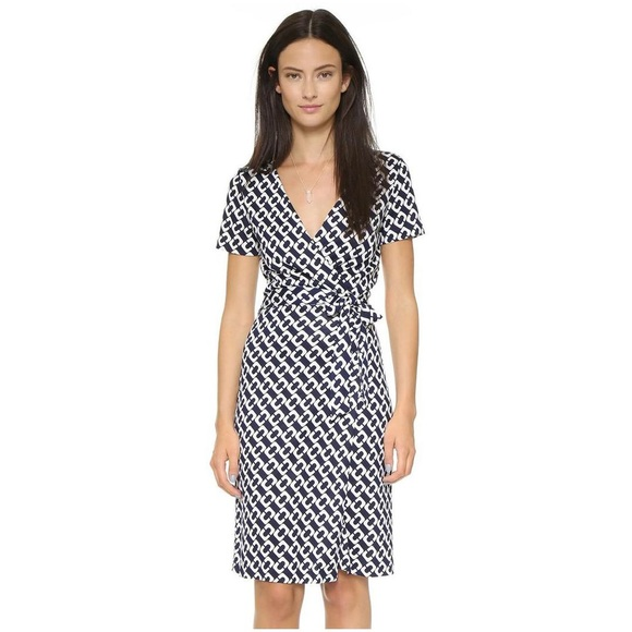 7e65744bad Diane von Furstenberg Dresses   Skirts - DVF Chain Link Short Sleeve Wrap  Dress 6