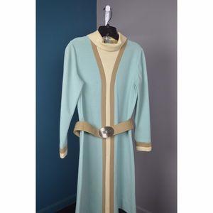 Vintage 1960s dress. Midi length.