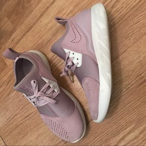 cheap for discount 2a295 58f02 Nike Shoes - WMNS Nike LunarCharge Premium in Iced Lilac SZ 7