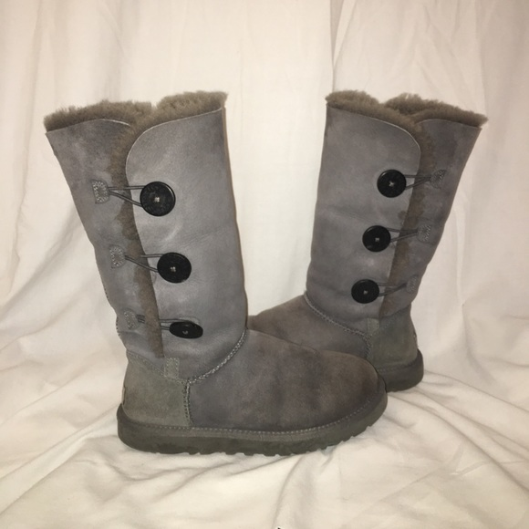Women's size 7 grey button-up ugg boots