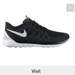 Nike Shoes - Nike free run 5.0 sz 11