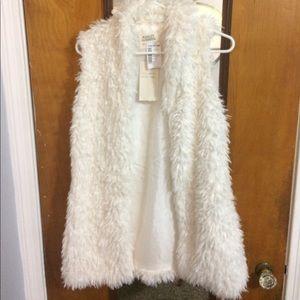 Ashley By 26 International Jackets & Blazers - ✨Fuzzy Cream Vest, Never been Worn, Tags still on