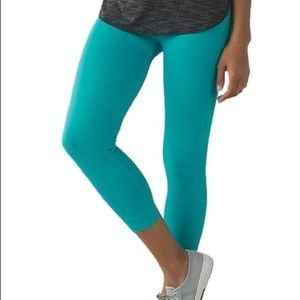 NWOT Lululemon Zone In crop tight