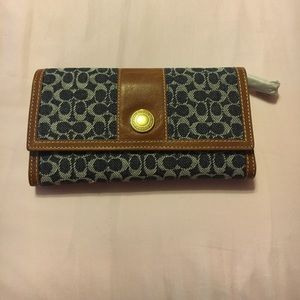 Coach Handbags - PRICE DROPPED *Coach Wallet new with tags