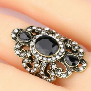 Jewelry - Beautiful Antiqued Style ring