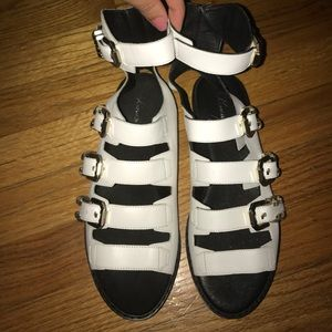 KENNETH COLE SANDALS SIZE 6 SUPER COMFORTABLE!!