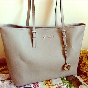 Michael Kors Handbags - Michael Kors Lg Pearl Gray