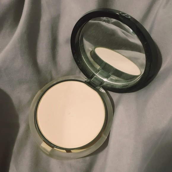 60% off Giorgio Armani Other - Armani luminous silk powder foundation compact #2 from Rosey's ...