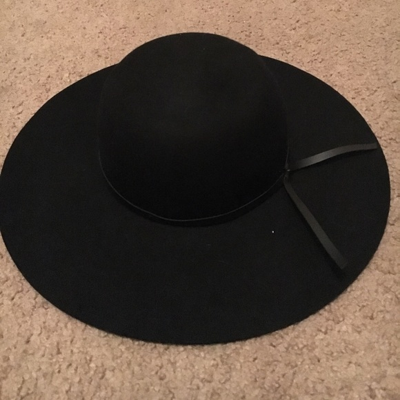 Old navy black hat. M 59486a952fd0b7dd92009d99 321da57d9603
