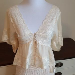 Tops - Vintage inspired boho lacey top