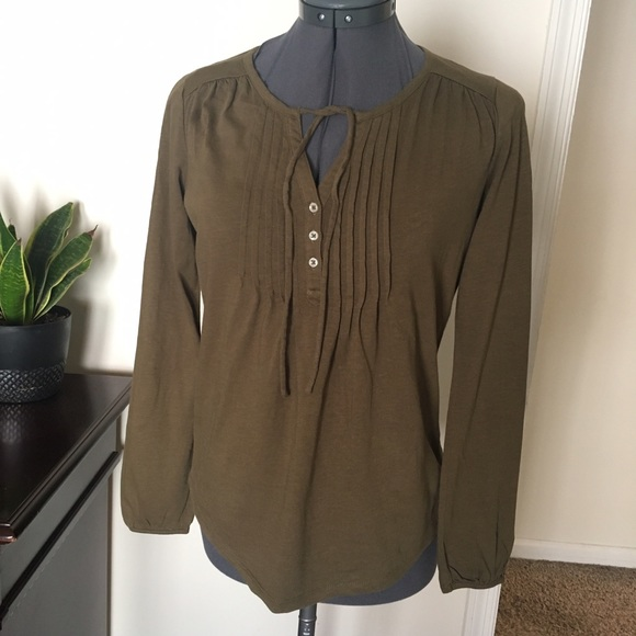 aea62c1257f5b Boden Tops - Boden olive army green pin tuck Henley