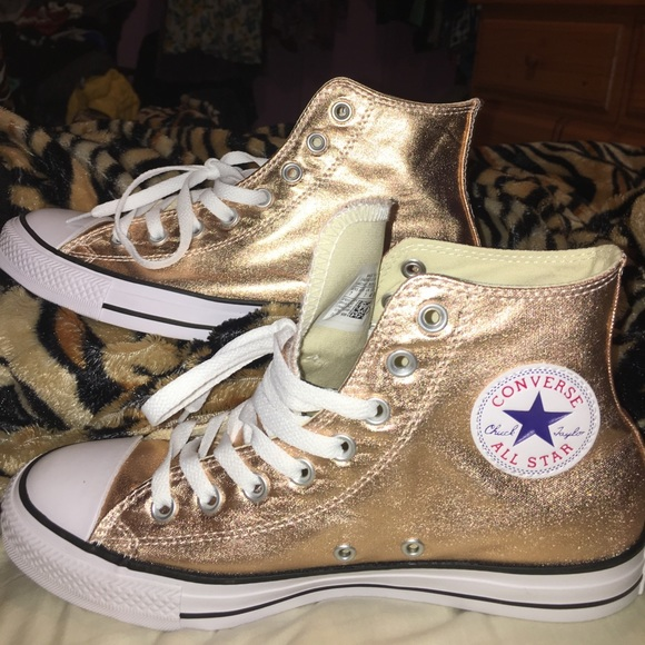 21 off converse shoes rose gold converse high top metallic sale from michelle 39 s closet on. Black Bedroom Furniture Sets. Home Design Ideas