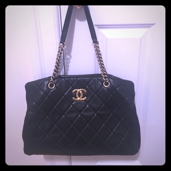 CHANEL Handbags - Black quilted Chanel bag