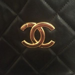 CHANEL Bags - Black quilted Chanel bag