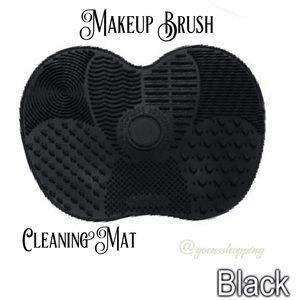 Goensshopping Other - Black Makeup Brush Cleansing Mat 💋💄