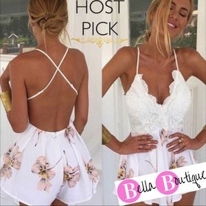 Dresses & Skirts - 5⭐️s HP🔥Boho chic floral and lace backless romper