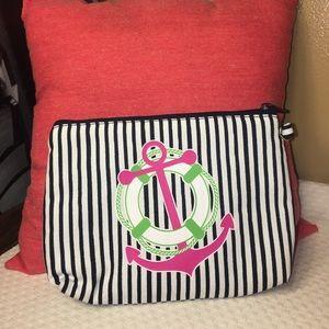 thirty one Handbags - Thirty one make up case ! New!