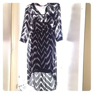 Dresses & Skirts - High-low black/white Dress.