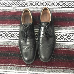 Florsheim Other - Men's black dress shoes with wing tip