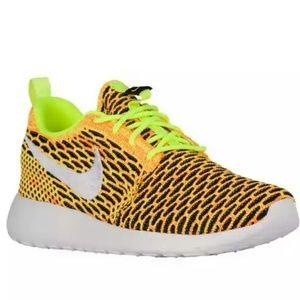 NWT Nike RosheOne Flyknit Running Shoe Volt Black