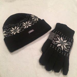 Accessories - ❄️NWOT snow flake beanie and glove set