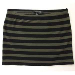 🆑$4 - Olive Green and Black Striped Skirt