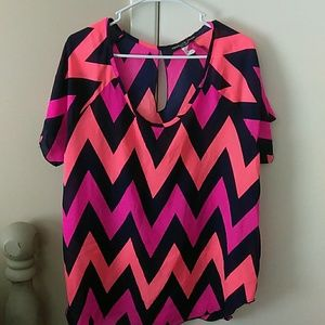 Tops - Adorable Chevron print blouse