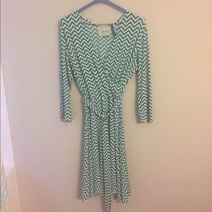 Leota Dresses & Skirts - Fitted, stretch dress in fun pattern