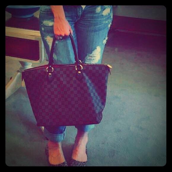 c586d54e7ae7 Louis Vuitton Handbags - Louis Vuitton Saleya MM Damier Ebene