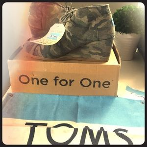 Toms Shoes - NWT Tom's Desert Wedge