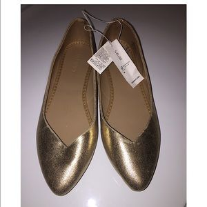 NWT Old Navy Womens gold flat shoes