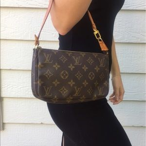 Louis Vuitton Handbags - 💯Authentic Louis Vuitton Pochette Accessoires