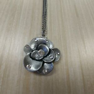 {HP} Flower Bloom Necklace