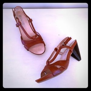 ✂️✂️Brown leather stacked heel pump, by Biviel
