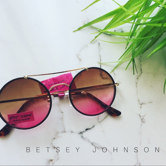 31cecac08fe2 (1 left)nwt    • Betsey Johnson Retro Glasses