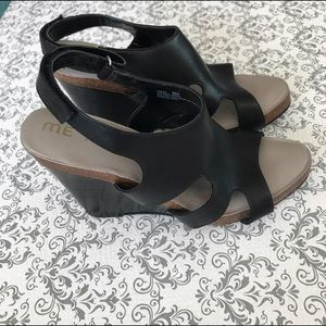 Me too Fresia Wedge Black Leather Size 8
