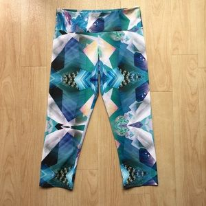 ONZIE Graphic Printed Yoga Pants / Capri Leggings
