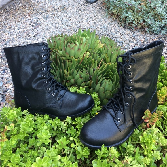 Nwt Safetstep Black Lace Up Boots