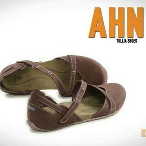 Ahnu Shoes - NWB Brown Ahnu Tullia Walking Sandal