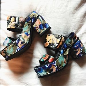 YES Shoes - YES Platform Sandal Heels in Fruit Print Size 7