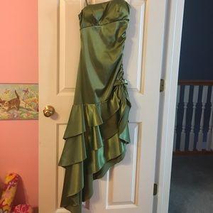 Blondie Nites Dresses & Skirts - Green mid length homecoming dress!