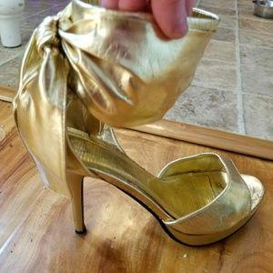 Anne Michelle Shoes - Metallic Gold Bowtie Anne Michelle GUC Heels