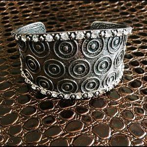 Jewelry - ✅✨NEW✨Silver & Crystal Tibetian Style Bracelet