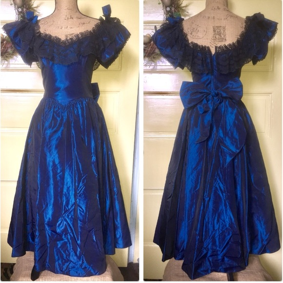 Gunne Sax Dresses & Skirts - GunneSax vintage9 midi. Taffeta w/lace trim Fits6?