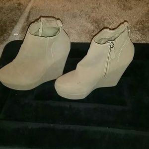 Bumper Shoes - Bumper...Tan wedge boots..size 7.5.
